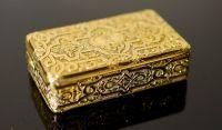 A good William IV 18ct gold rectangular snuff box by John Linnet, London, 1833,
