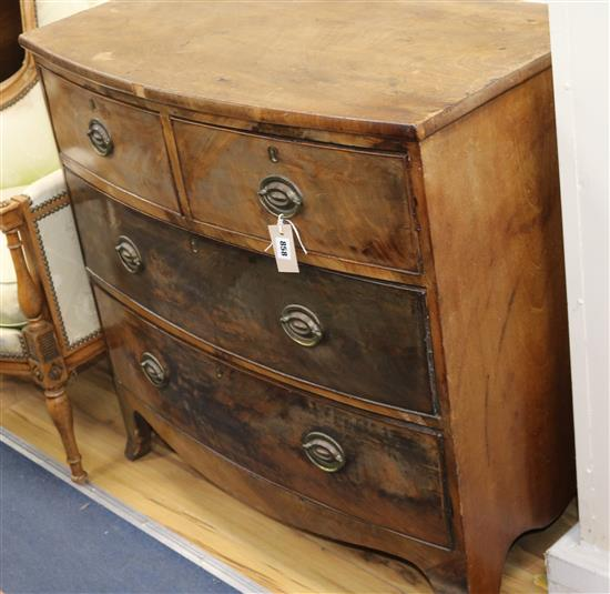 An early 19th century bowfront chest of drawers W.89cm