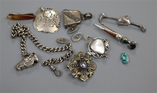 Mixed jewellery including including silver and Scottish dirk brooch and Art Nouveau pendant brooch.