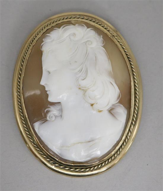 A 9ct gold framed shell cameo brooch,
