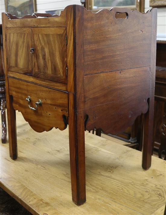 A Georgian mahogany tray top commode W.57cm